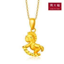 周大福  生肖木马足金黄金吊坠经典版 F169890 约1.75g